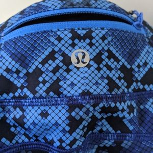 Lululemon electric blue snake printed leggings